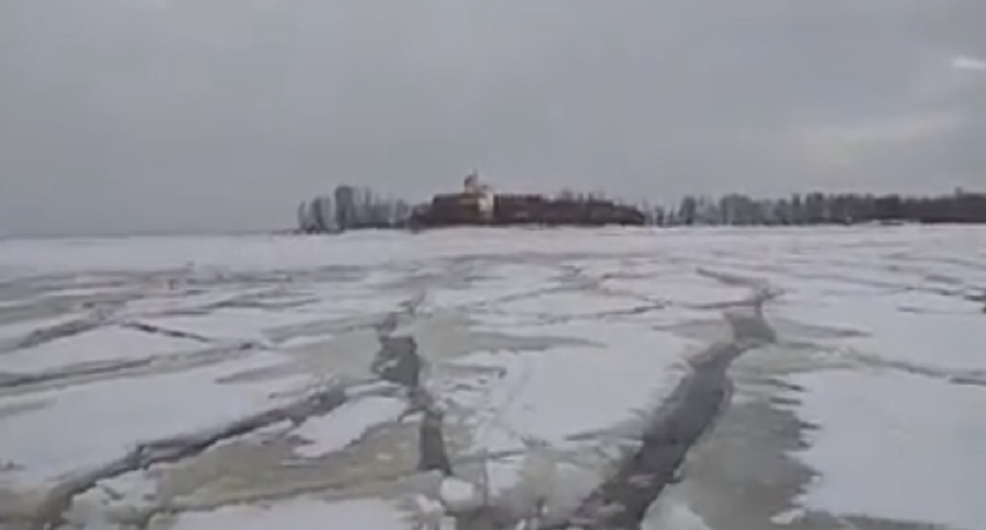 ICE FISHERMEN: WOULD YOU FISH THIS DANGEROUS MESS? (VIDEO)