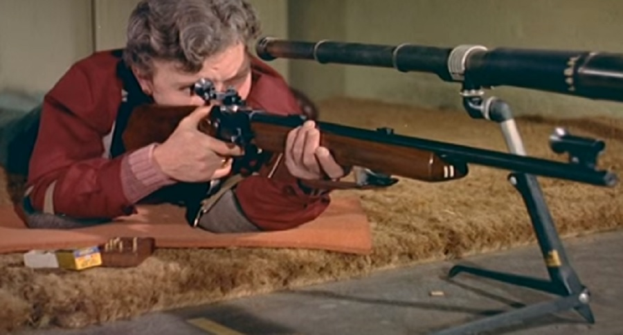 1958 LONDON: WOMEN'S RIFLE CLUB IN ACTION (VIDEO)