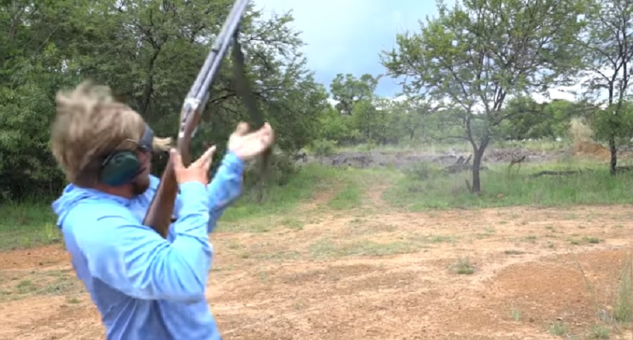 EPIC ADRENALINE PACKED ELEPHANT GUN FAIL (VIDEO)