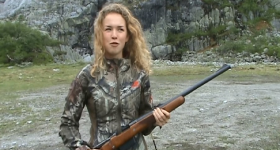 YOUNG HUNTRESS TRIES OUT A .458 WINCHESTER MAGNUM RIFLE